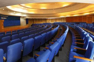uploads/image/conference-Hx8vRUPKxXYuLxe.jpg